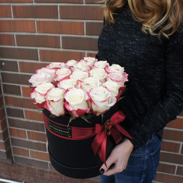 Розы в шляпной коробке L